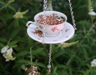 Чайная кормушка для птиц