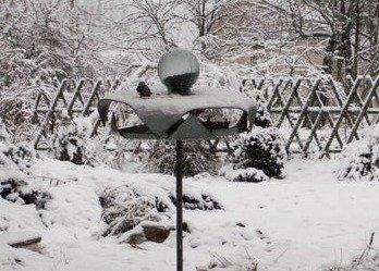 Автоматическая кормушка для птиц